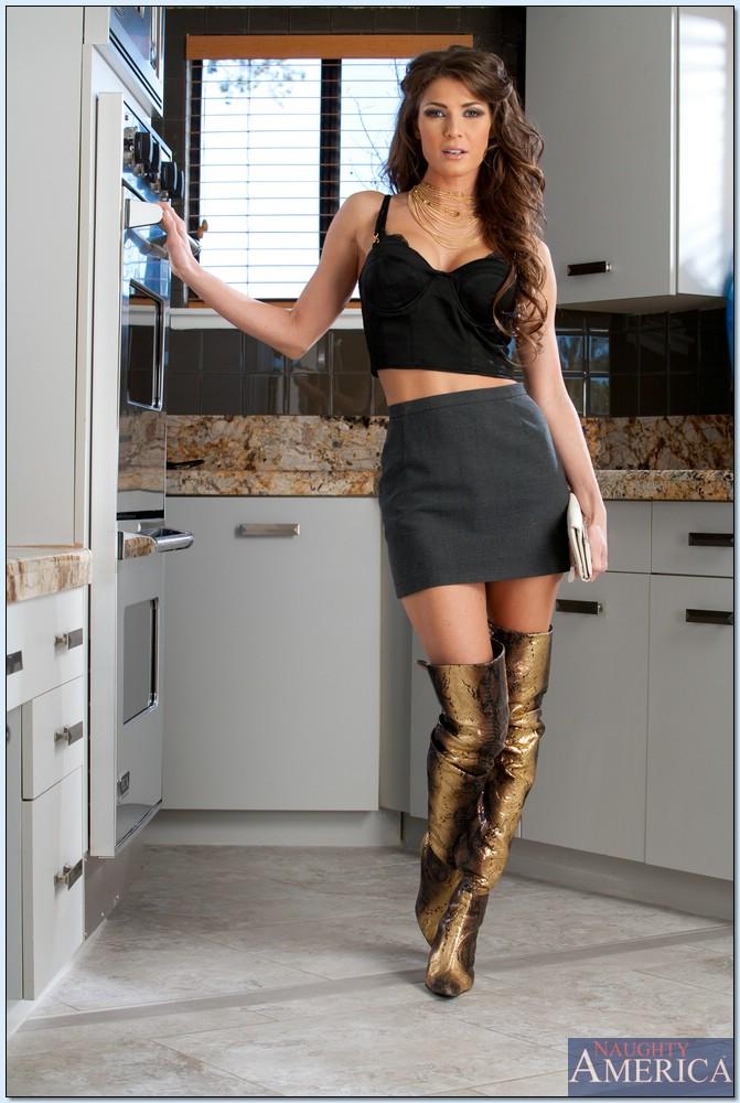 Gorąca Jenni Lee w kuchni