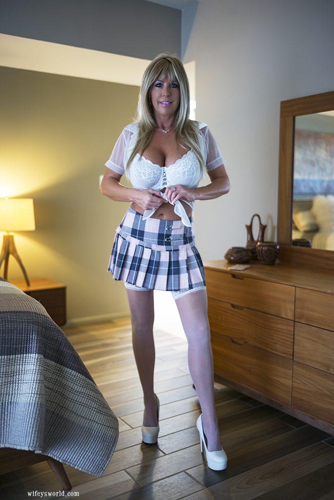 Sandra Otterson w pończoszkach