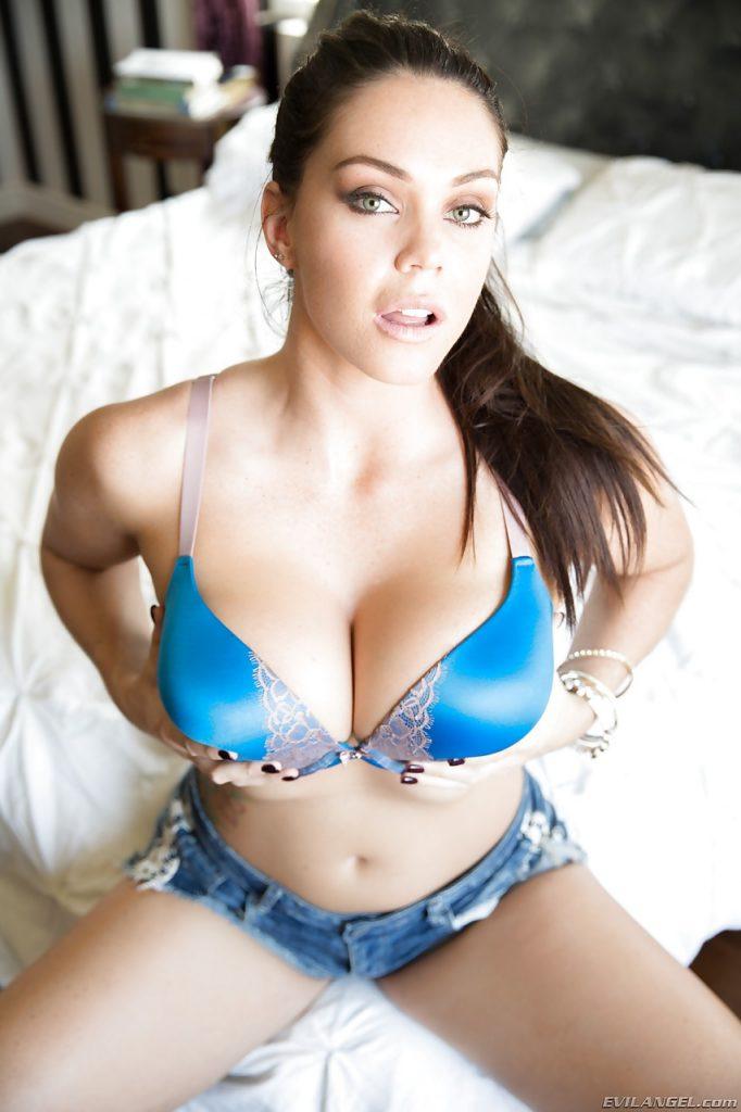 Brunetka w bikini | sexeo.pl - darmowe zdjęcia erotyczne