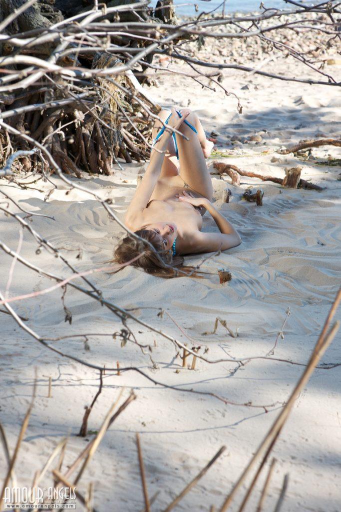 Młoda gwiazda na plaży