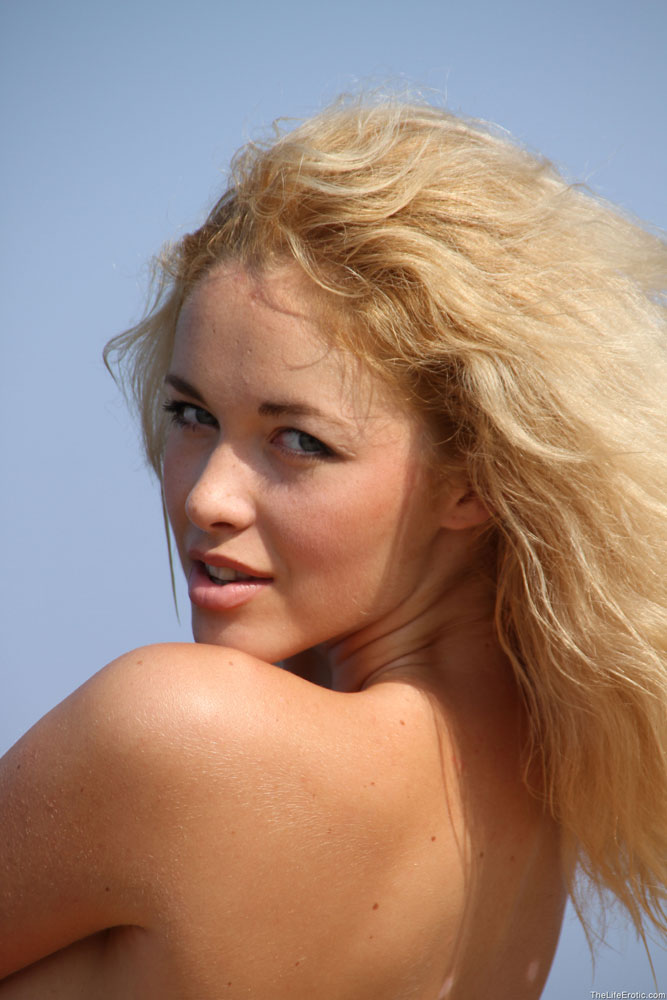 Ona ma bardzo ładną pizdeczkę | sexeo.pl - darmowe zdjęcia